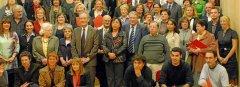 Imatge del lliurament dels Premis Caixa Sabadell 2009, reproduïda al Diari de Balears el 6-11-2009, on figura Magda González, la primera per la dreta...